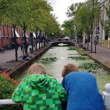Delft mit Kind: Grachten