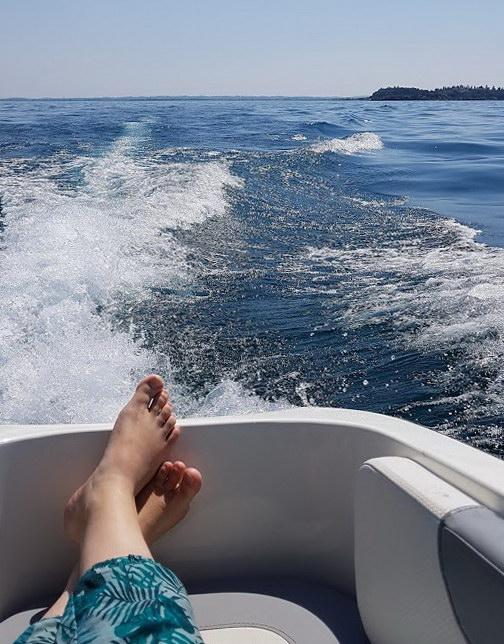 gardasee-mit-kind-motorboot-fahren-3