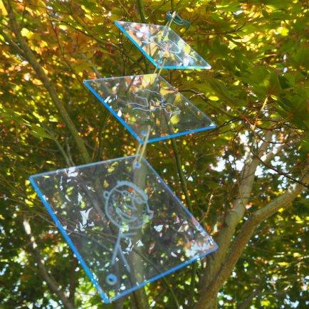 DIY Sun Catcher: Selbstgemachter Sonnenfänger aus Acrylglas, Basteln mit Kindern, kinderleichte Geschenkidee