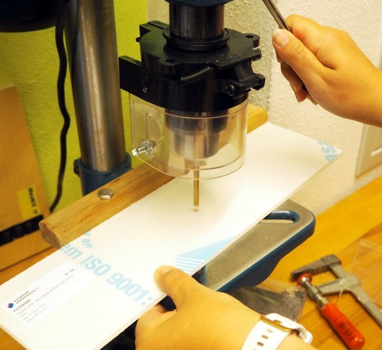 Palettentisch - Making of: Löcher für die Acrylglasladen bohren