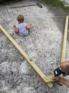Der kleine Baumeister arbeitet mit
