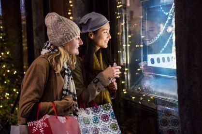 friends_window_shopping