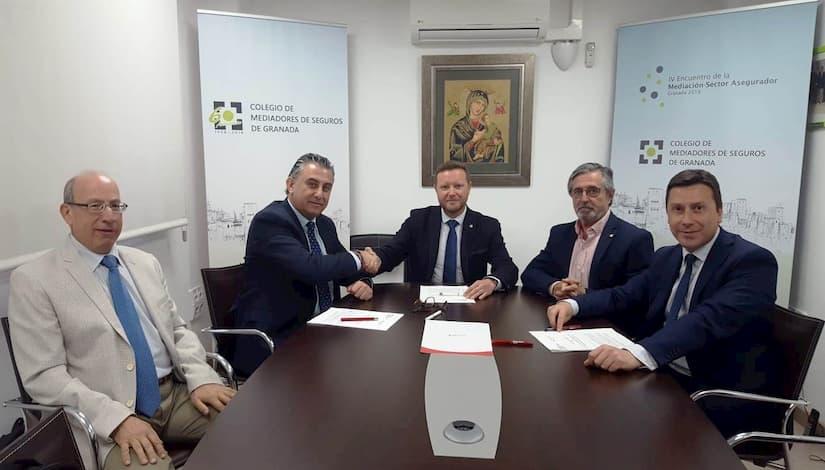 Plus Ultra Seguros Colegio Mediadores Seguros Granada firman acuerdo colaboración impulsar mediación