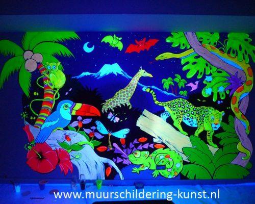blacklight muurschildering