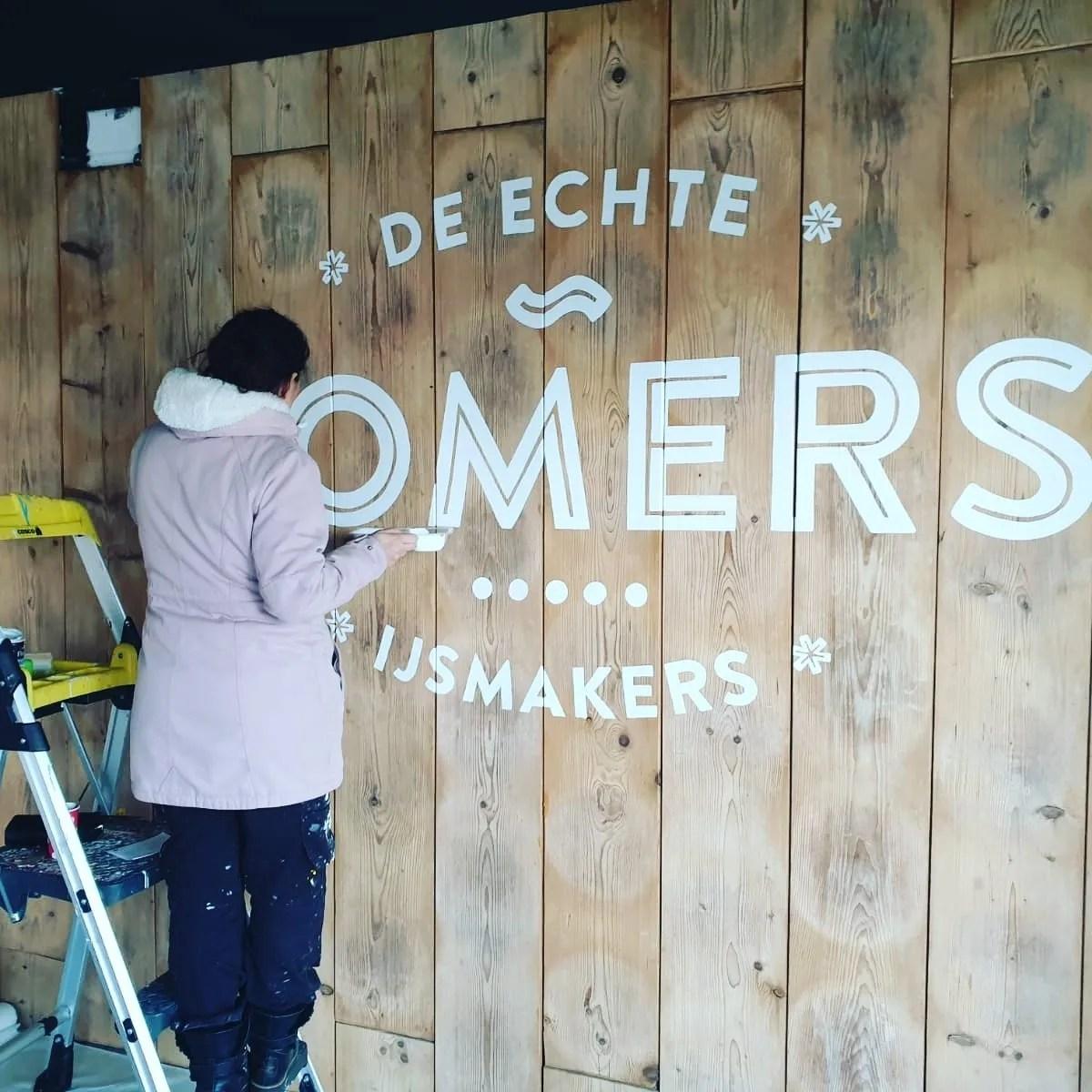 logo op hout laten schilderen
