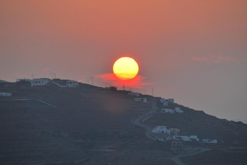 Auringonlasku Folegandroksella
