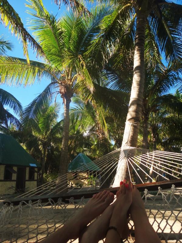 Riippumatossa palmun alla Fidzillä