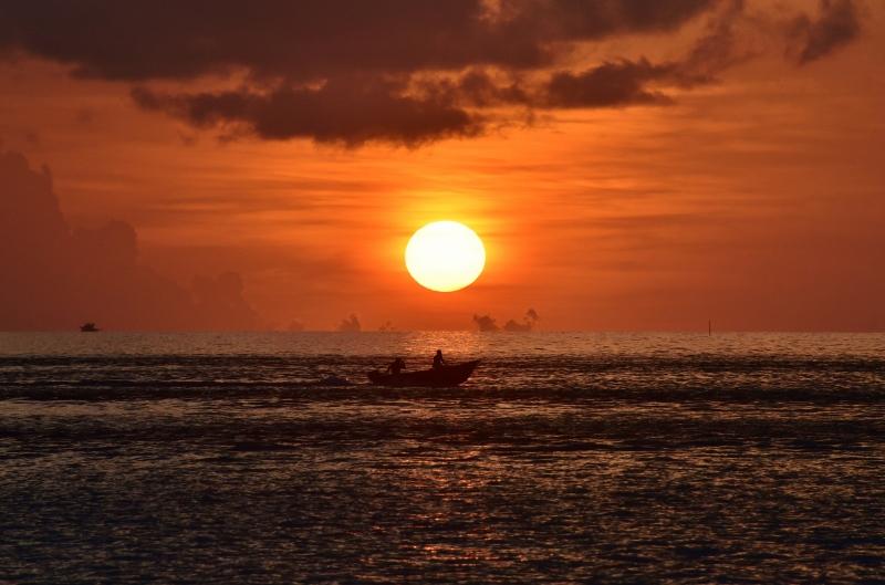 Auringonlasku Malediiveilla