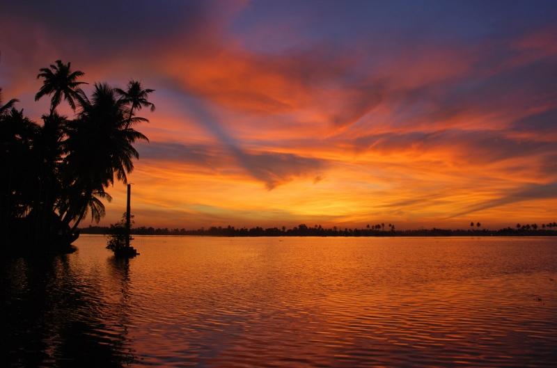 Auringonlasku Keralassa