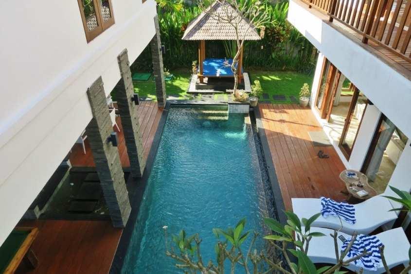 Villa omalla uima-altaalla Balilla