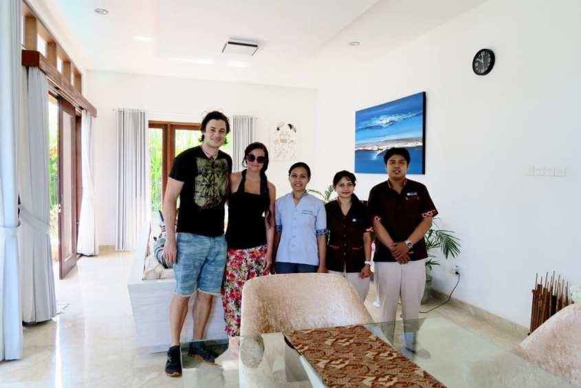 Huvila omalla henkilökunnalla Balilla