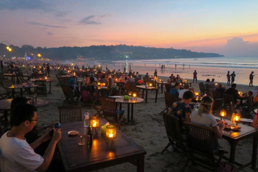 Illallinen Jimbaran Bayssä