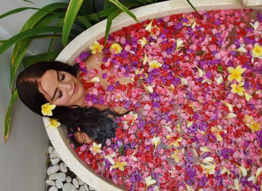 Bali kukkakylpy