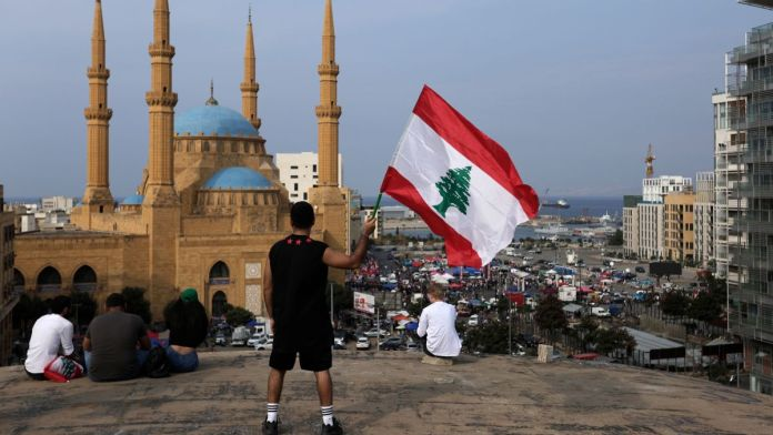 Lebanese take to the streets for 10th day, defying Hezbollah 1