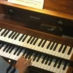 Einspielen auf dem neuen und ungewohnten Instrument.