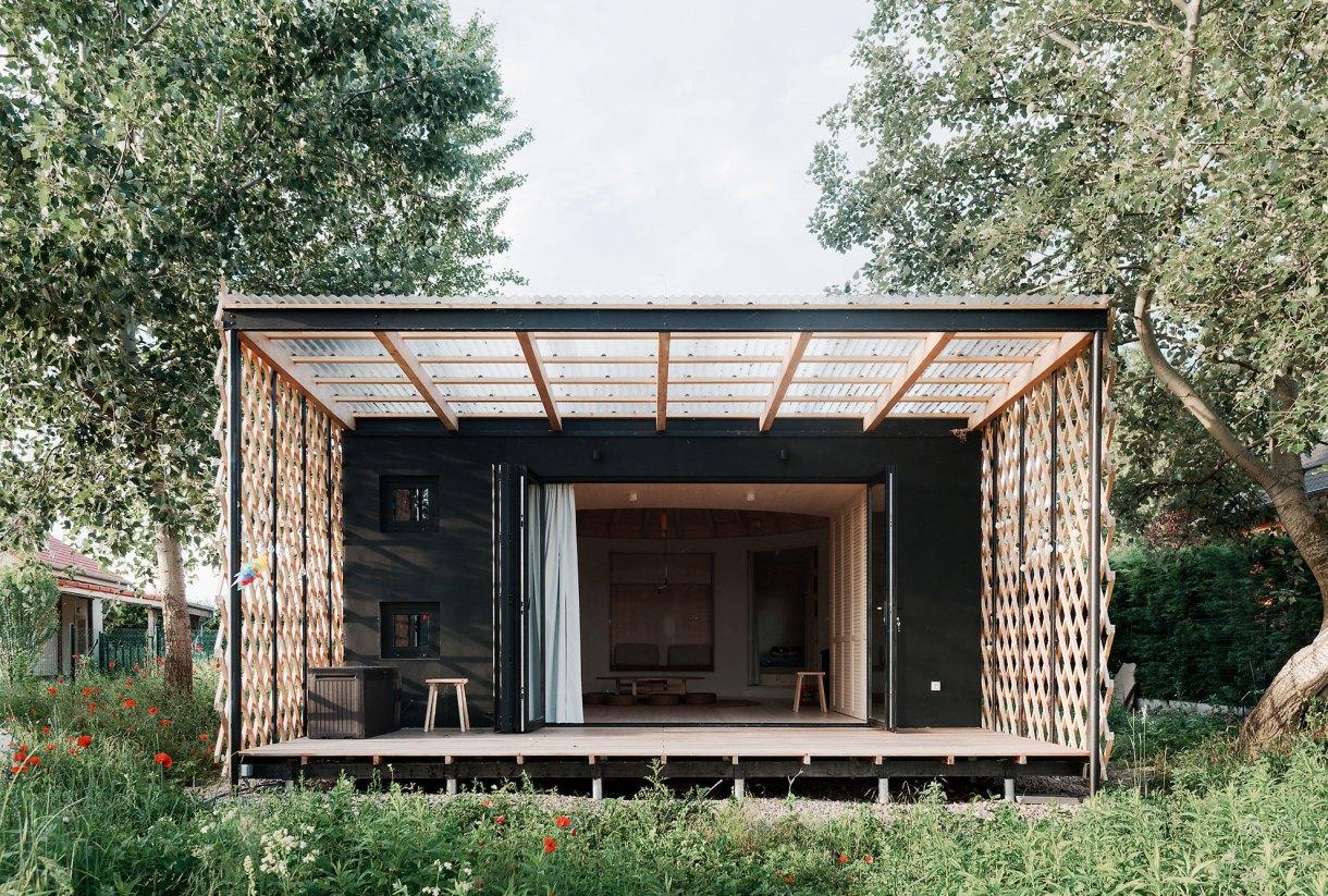 wooden-yurt-full-view