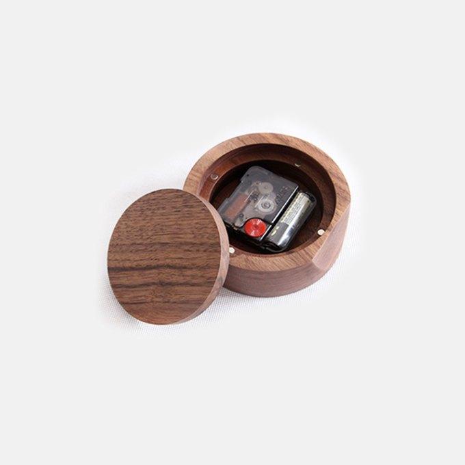 samll-walnut-table-clock-back-on-table-magaic