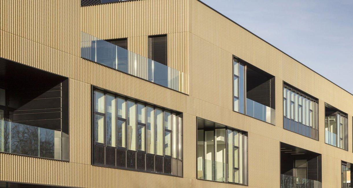 Life-Science-Bioengineering-oak-wood-building-outside