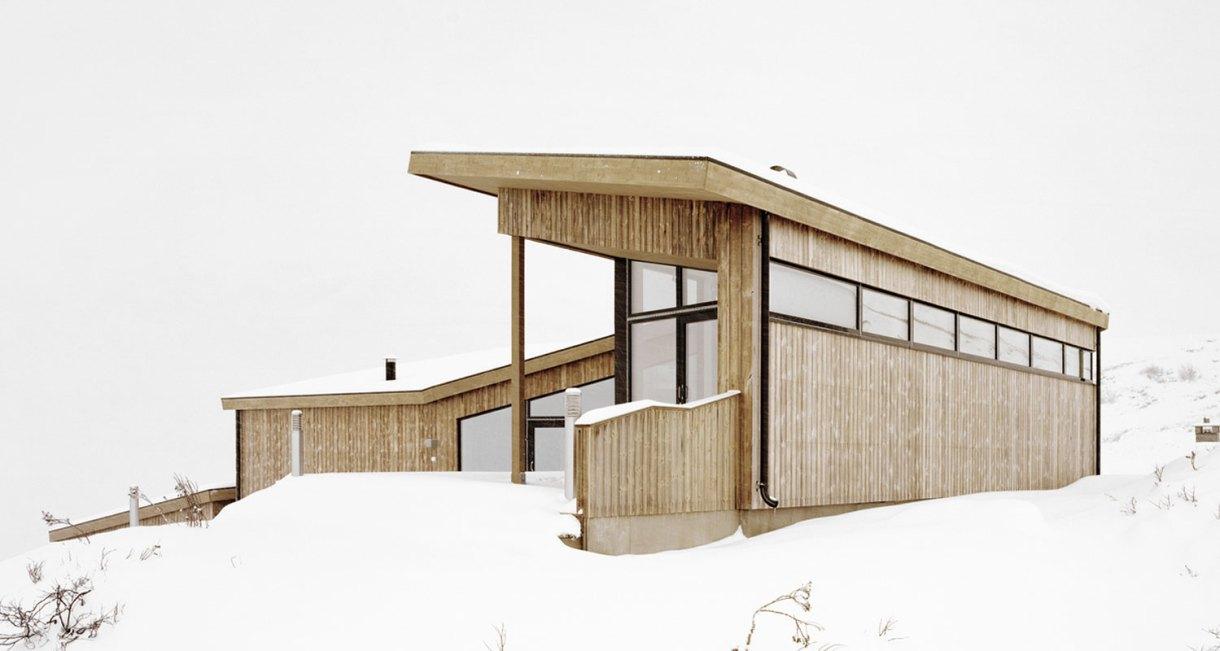 Gubrandslie-Cabin-Helen-Hard-architects-side-view-1