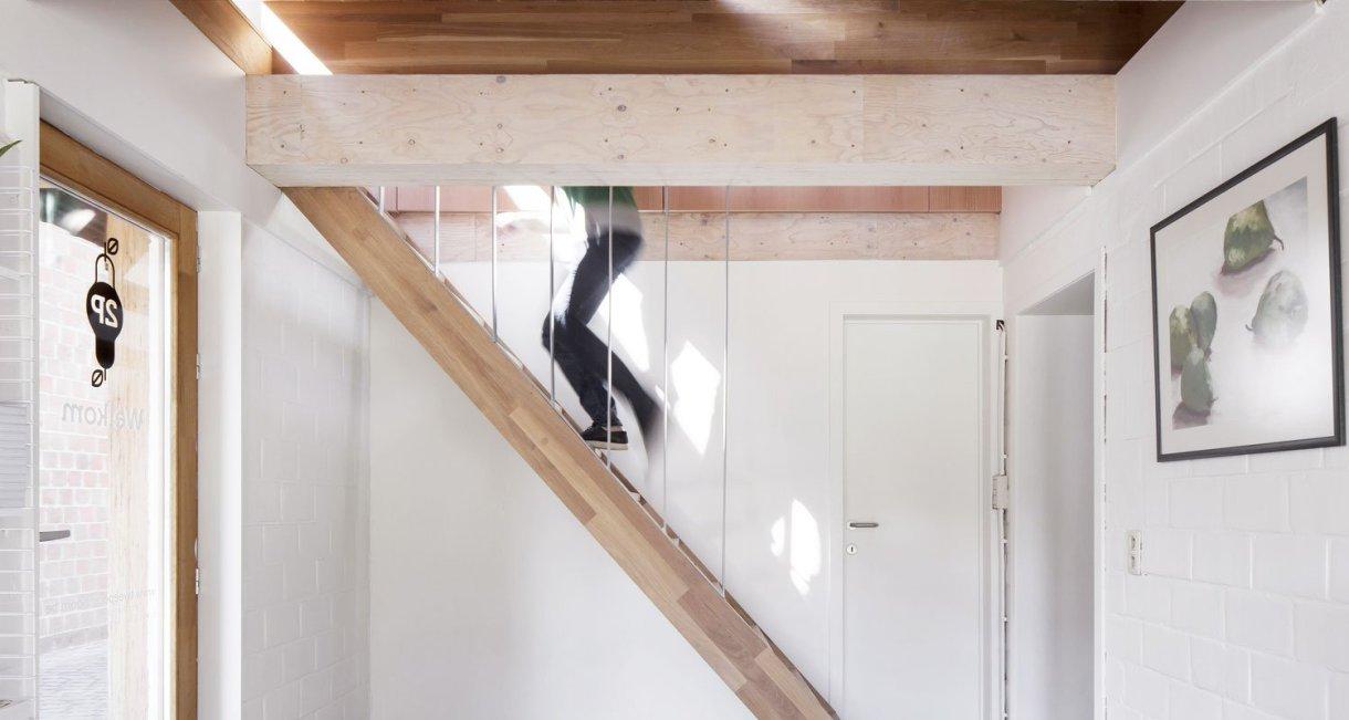 Work-Environment-Tweeperenboom-stairs-to-upstairs