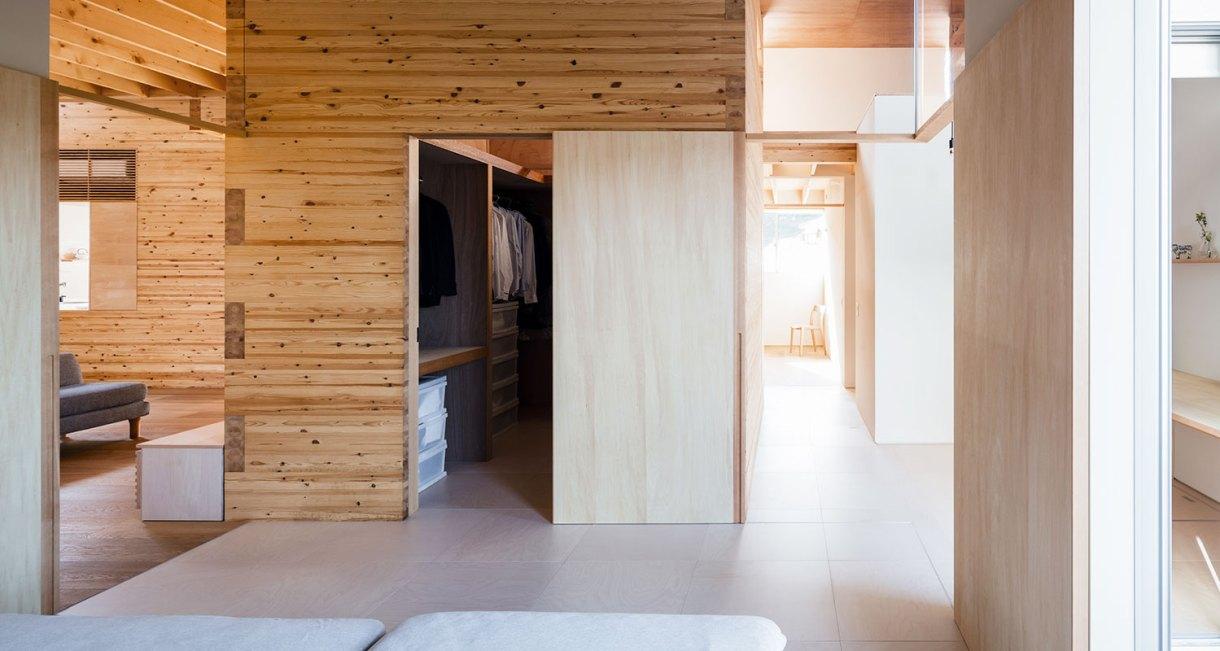 Three-storage-places-and-Eight-roofs-Kakinomifarmarchitects-2