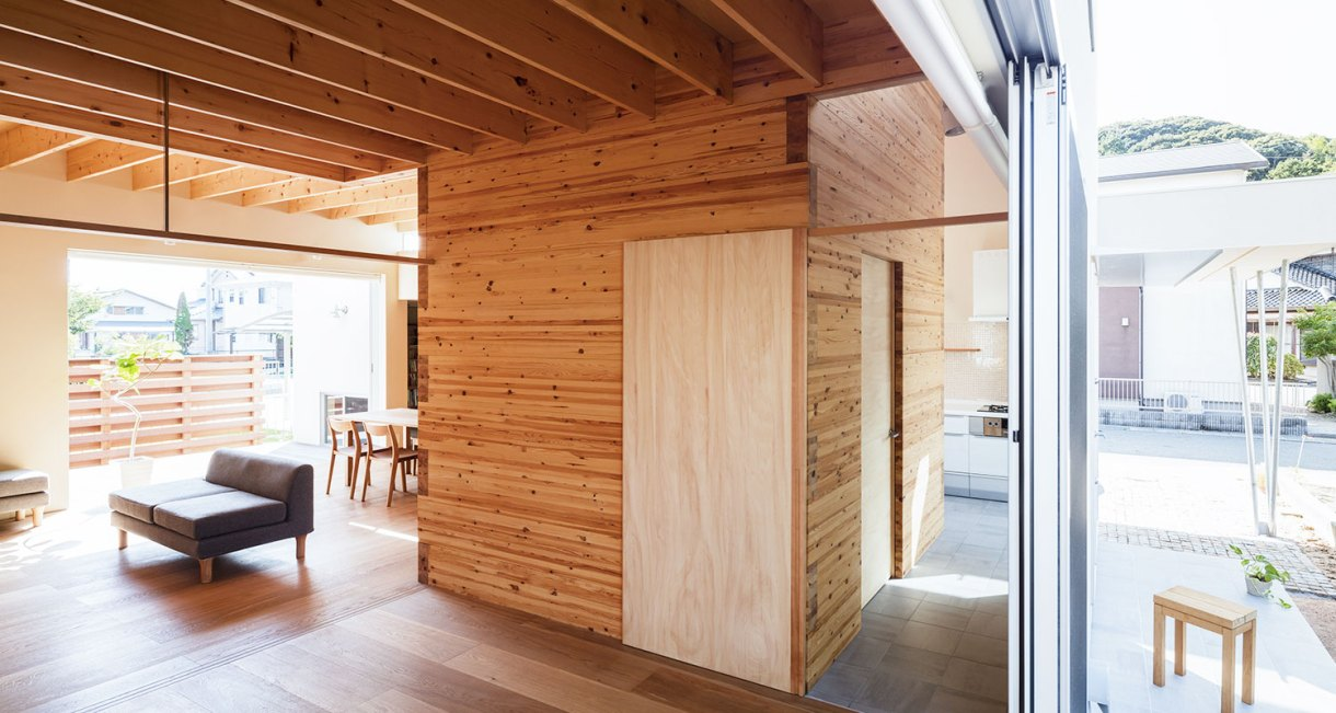 Three-storage-places-and-Eight-roofs-Kakinomifarmarchitects-3