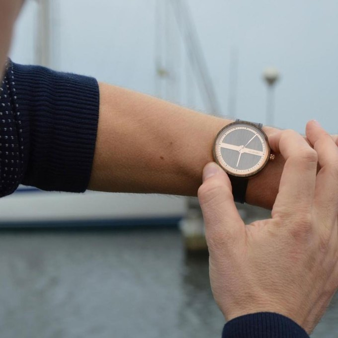 Danish-Wooden-Watch-rosegold-NAUTIC-55°-NORTH-sea