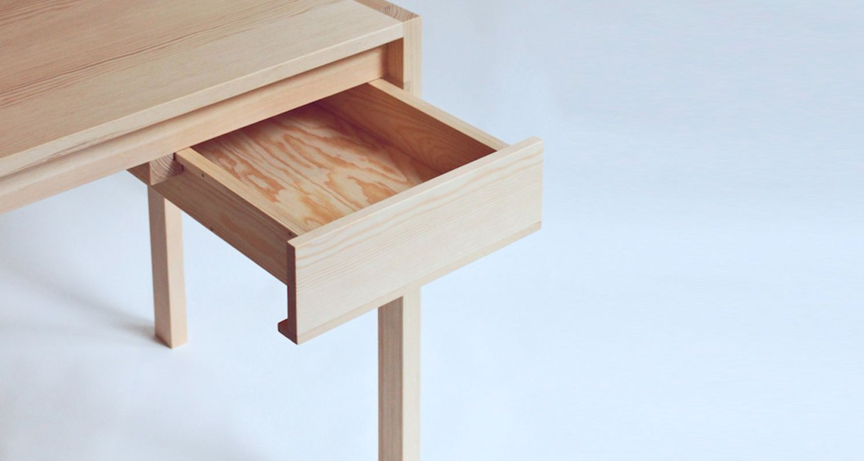 pine-wood-desk-with-glued-joints-4