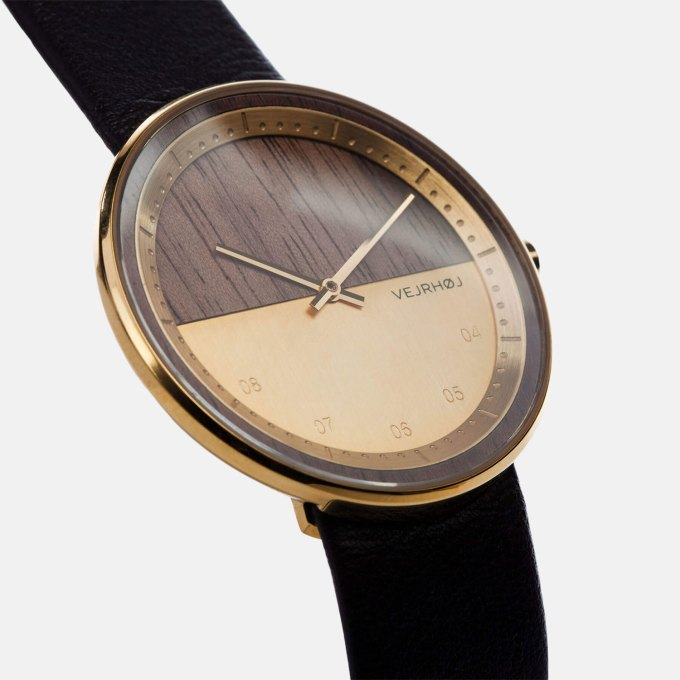 wooden-watch-Walnut-wood-stainless-steel-gold-finish-2