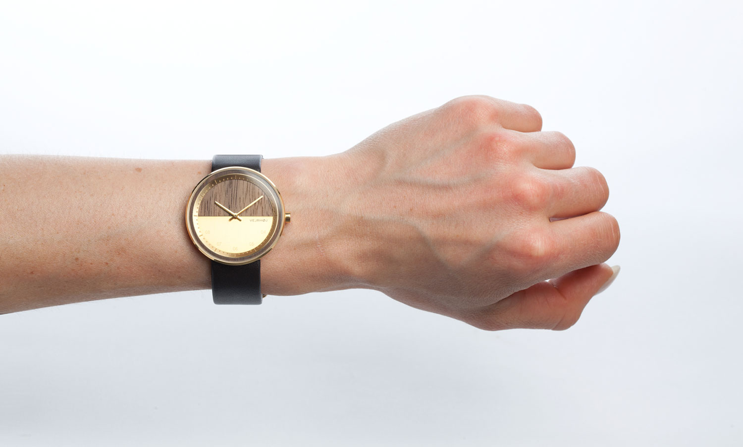 wooden-watch-Walnut-wood-stainless-steel-gold-finish-8
