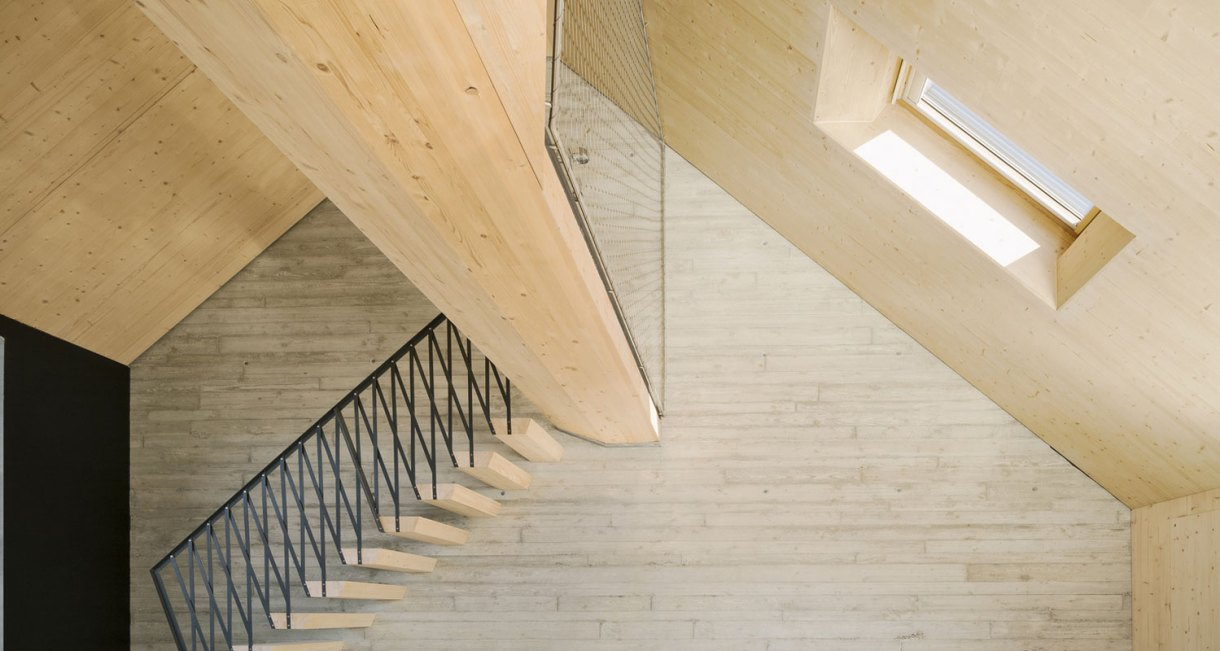 Roof-Extension-Maxvorstadt-Pool-Leber-Architekten-wooden-interior-6