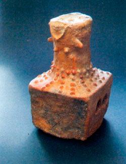 Жртвеник, модел на куќа, посветен на богинката - заштитничка на домот; Ѓорев Рид, Суводол