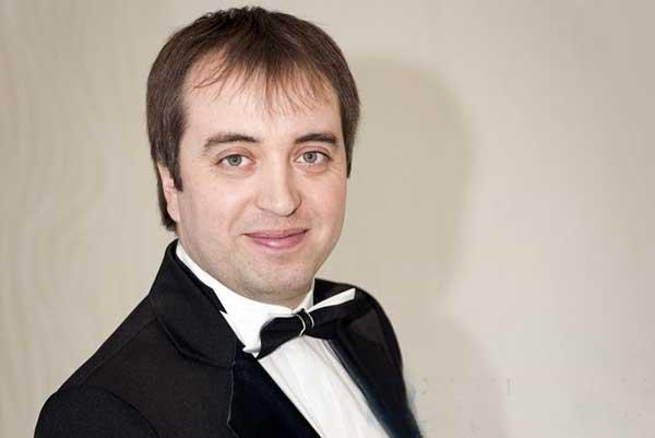Руслан Антипинский стал новым дирижером Дальневосточного академического симфонического оркестра