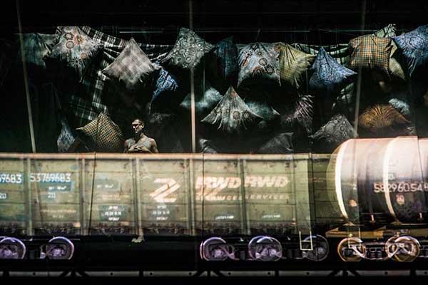 В опере «Проза» чеховский Егорушка давит самосвалом первоклассницу Мамлеева