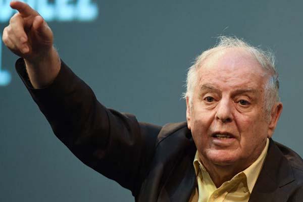 Даниэль Баренбойм вернул премию «Эхо» в знак протеста