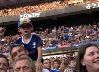 Angielscy i francuscy kibice śpiewają hit Oasis przeciwko terroryzmowi
