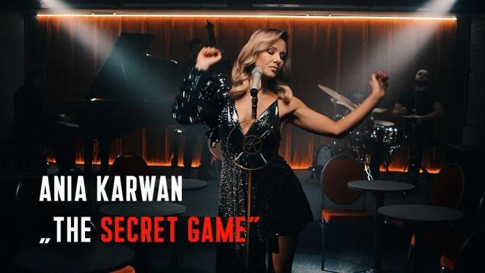 Ania Karwan śpiewa dla Billa Pullmana (The Secret Game)