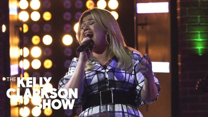 Kelly Clarkson prawie jak The Weeknd