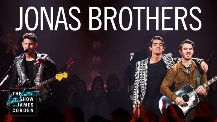 Jonas Brothers grają