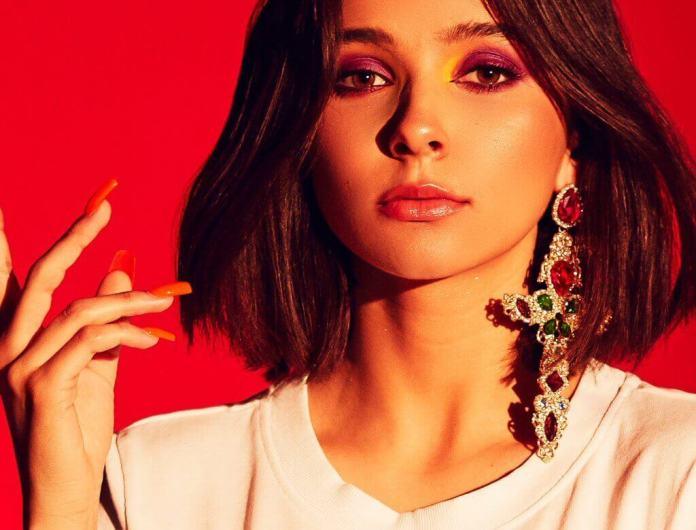 """The Voice Kids: Polska wokalistka o hiszpańskich korzeniach, Carla Fernandes zachwyca singlem """"Casual"""""""