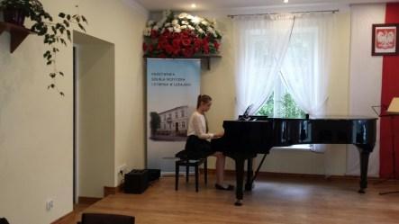 Koncert końcoworoczny uczniów NSM I i II stopnia w Leżajsku_15