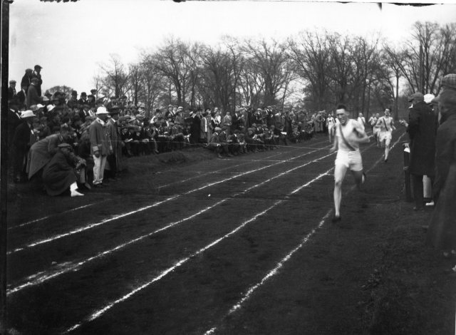 photo of Cornell College Track Race