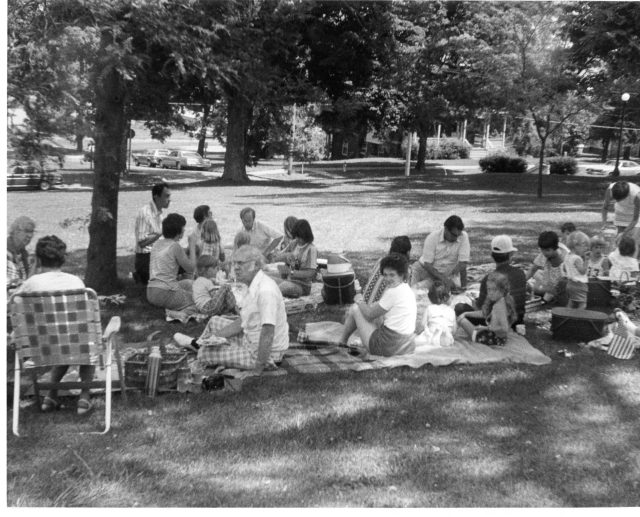 photo of U.S. Bicentennial Picnic