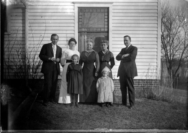 photo of Unidentified Family Photo