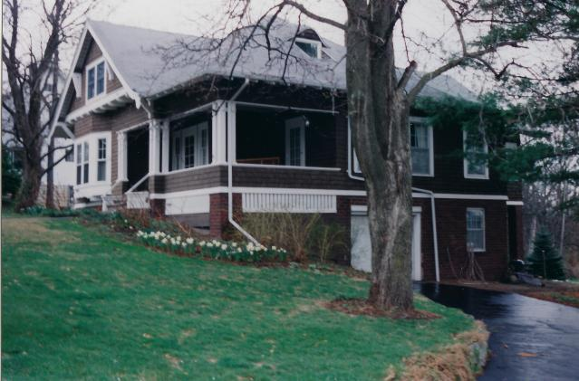 Photo of 906 Summit Avenue in April
