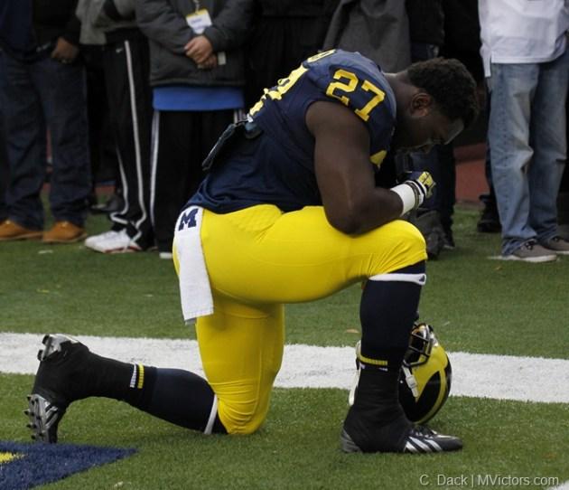 Derrick Green prays