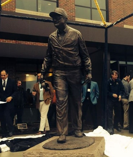 Bo Statue
