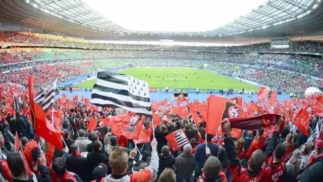 photo 20 000 gwen ha du flotteront dans les tribunes du stade de france © marc ollivier