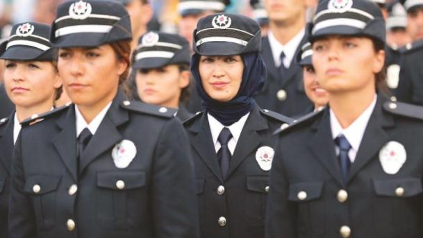 9 Pictures That Show The World It's Perfectly Possible to be a Police  Officer and Wear a Hijab | Mvslim