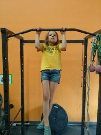 Anna já faz 3 barras...já vai escalar melhor que eu...
